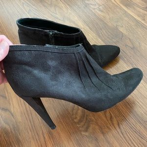 Abaeté for Payless gray heeled booties size 7.5